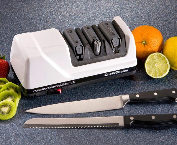 130 lifestyle4 1 600x491 - Электрическая точилка для ножей Chef'sChoice 130