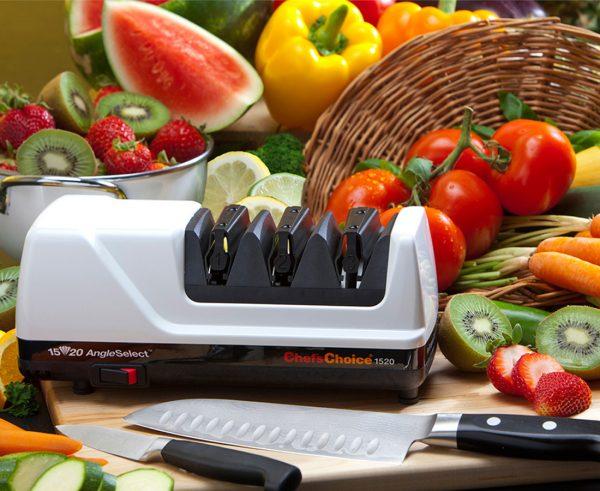 1520 lifestyle1 600x491 - Электрическая точилка для японских и европейских ножей Chef'sChoice 1520