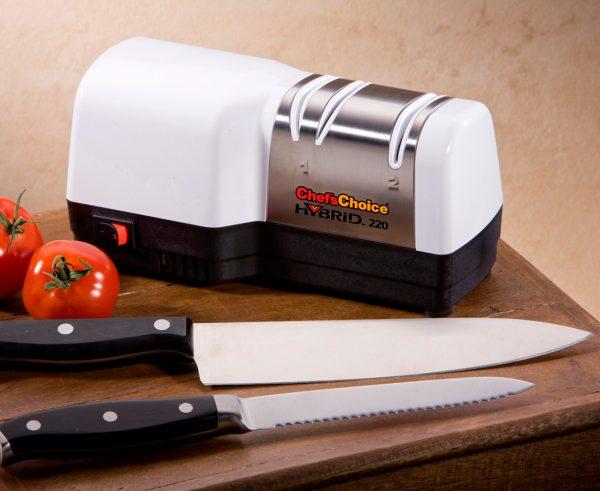 220 lifestyle1 1 600x491 - Гибридная точилка для ножей Chef'sChoice 220