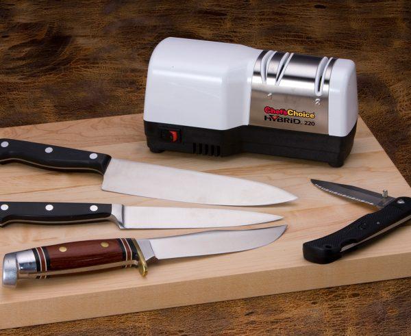 220 lifestyle2 600x491 - Гибридная точилка для ножей Chef'sChoice 220