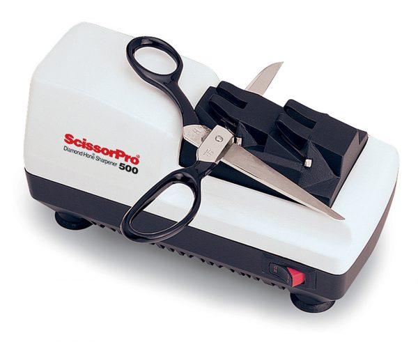 500 lifestyle1 600x491 - Электрическая точилка для ножниц Chef'sChoice 500